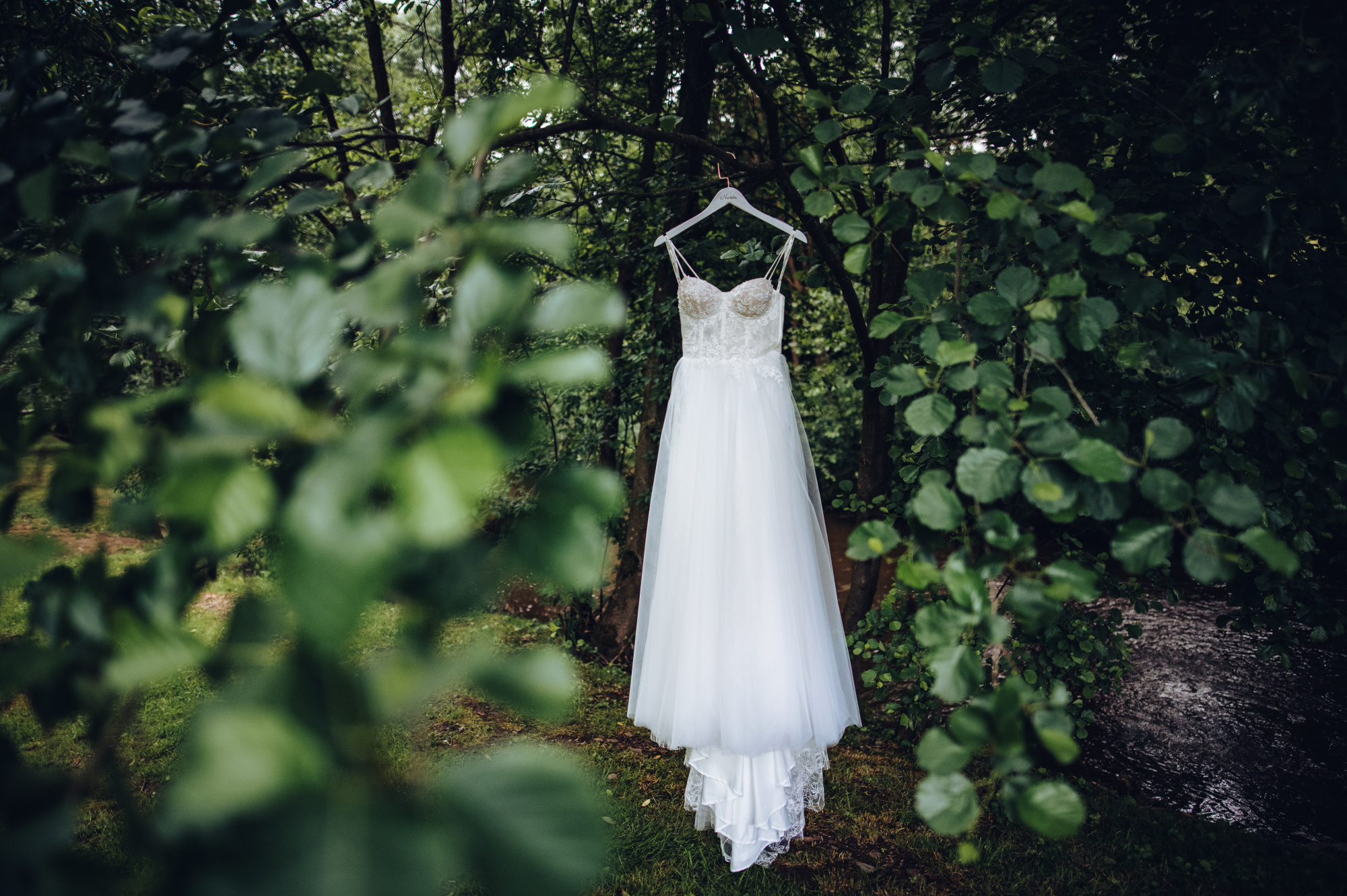 Svatební šaty v přírodě