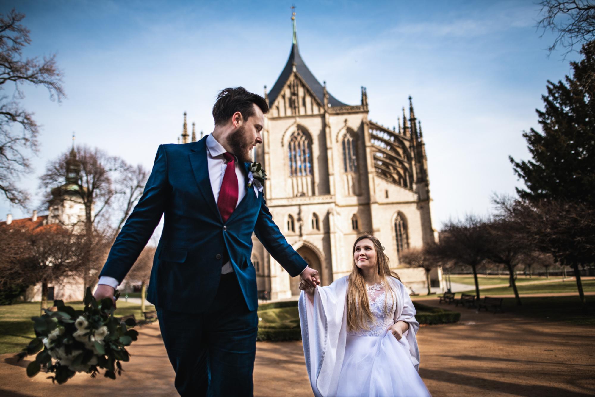 Svatební párové focení v kutné hoře u svaté Barbory