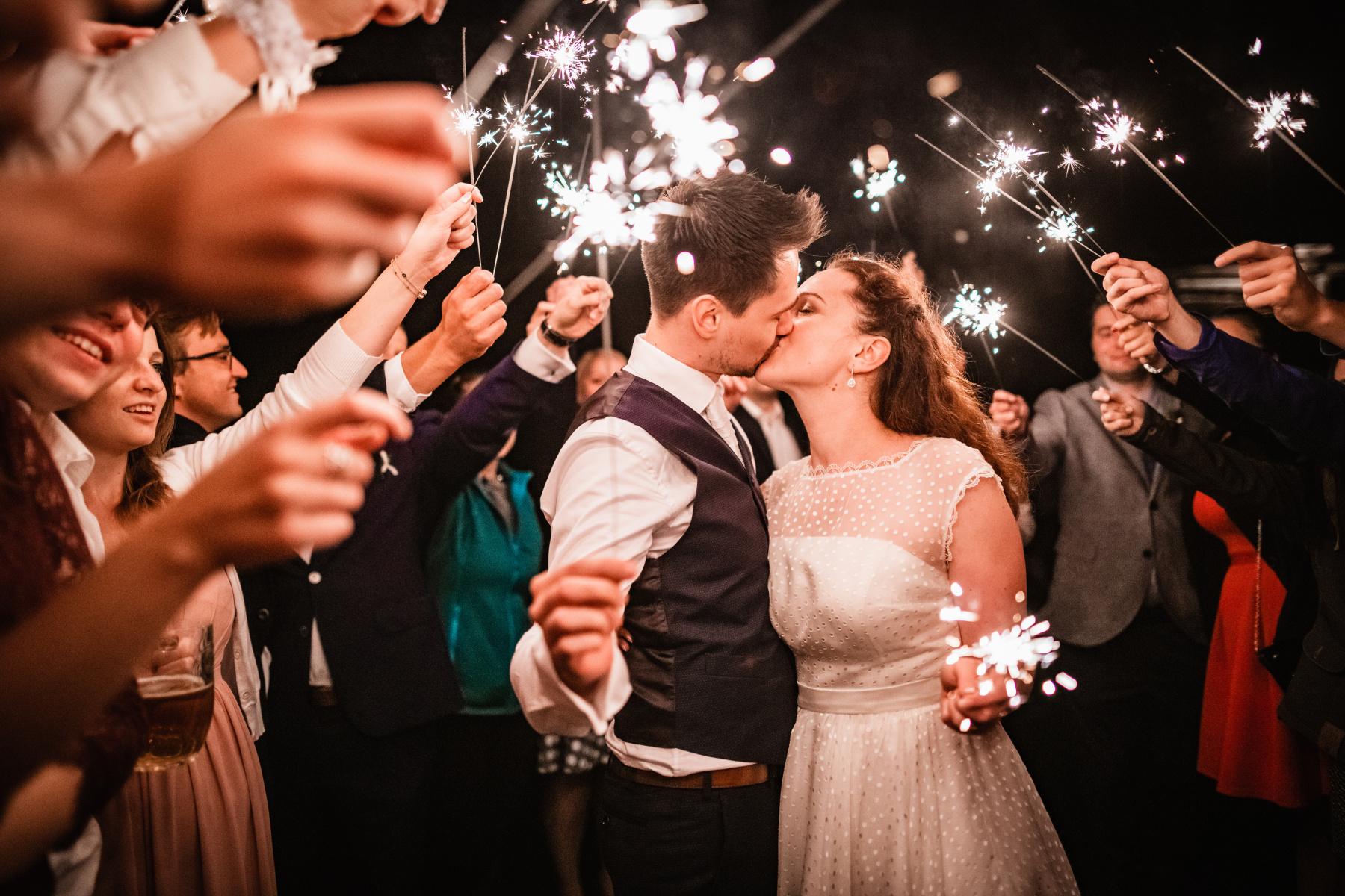 Svatební noční párové focení s prskavkami