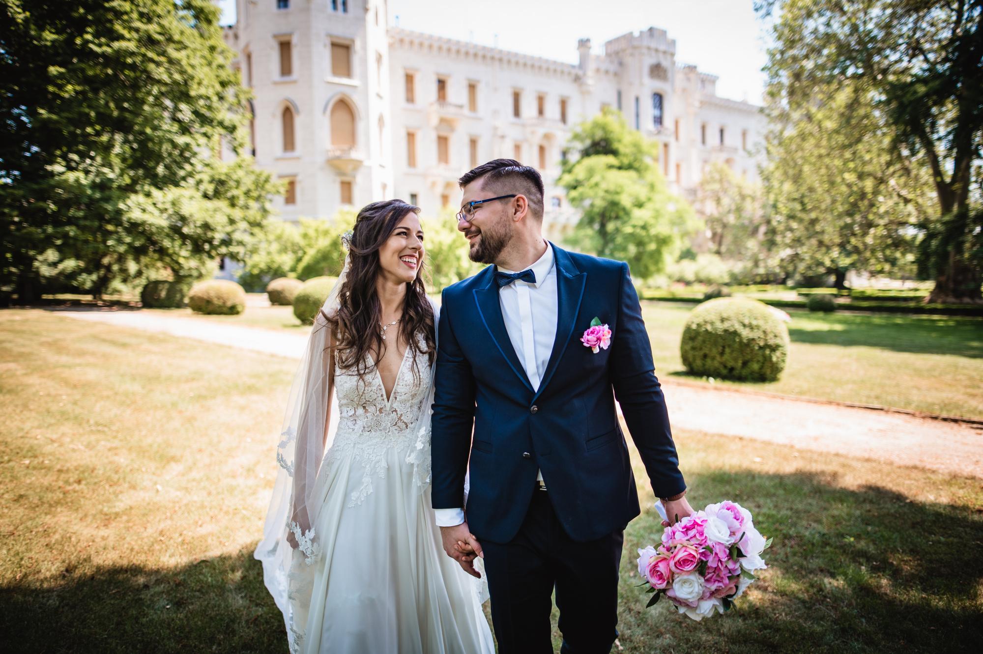 Svatební párové focení před zámkem Hluboká nad Vltavou