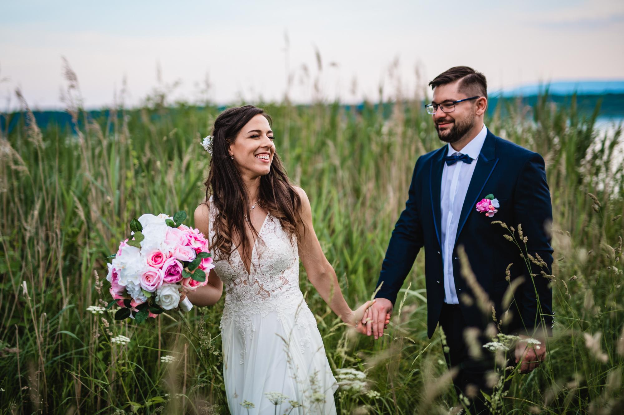 Svatební párové focení u rybníku