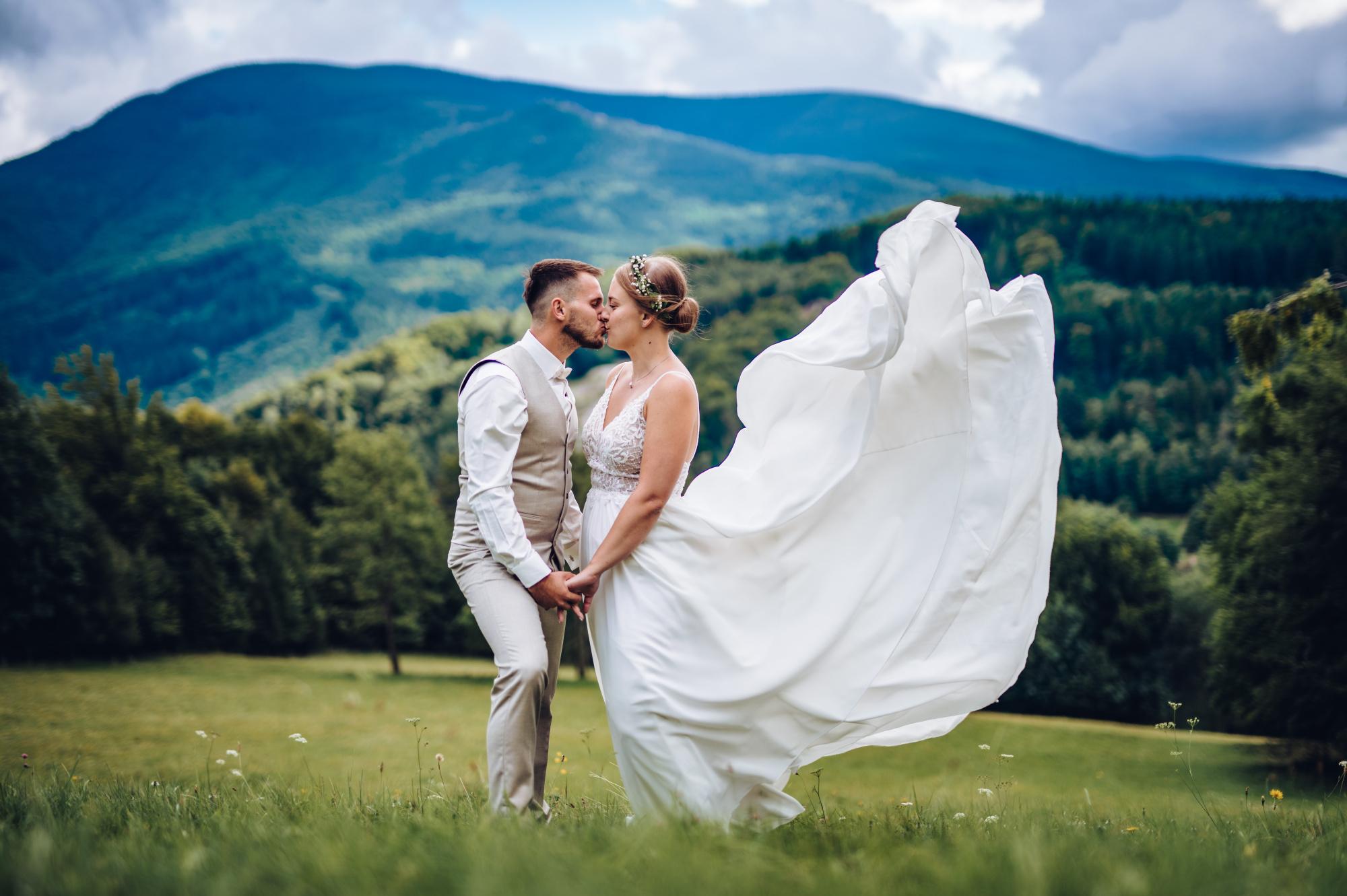 Svatební párové focení na horách v Jeseníku